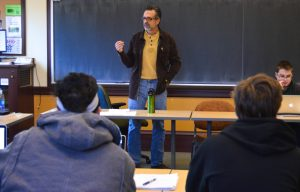 Professor Roche offers new class to better understand Trump