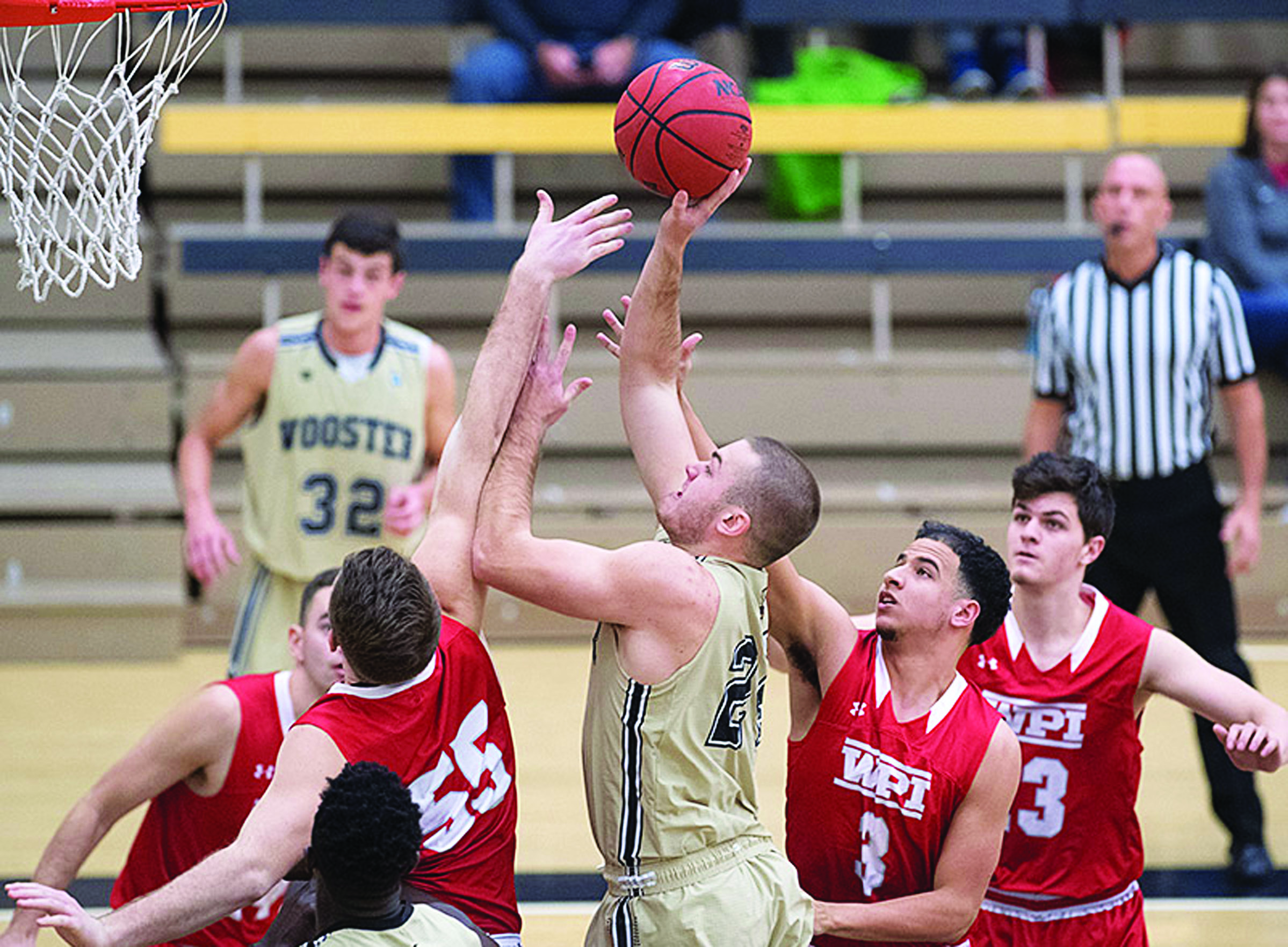 Men's basketball stages comeback, women fall to Kenyon